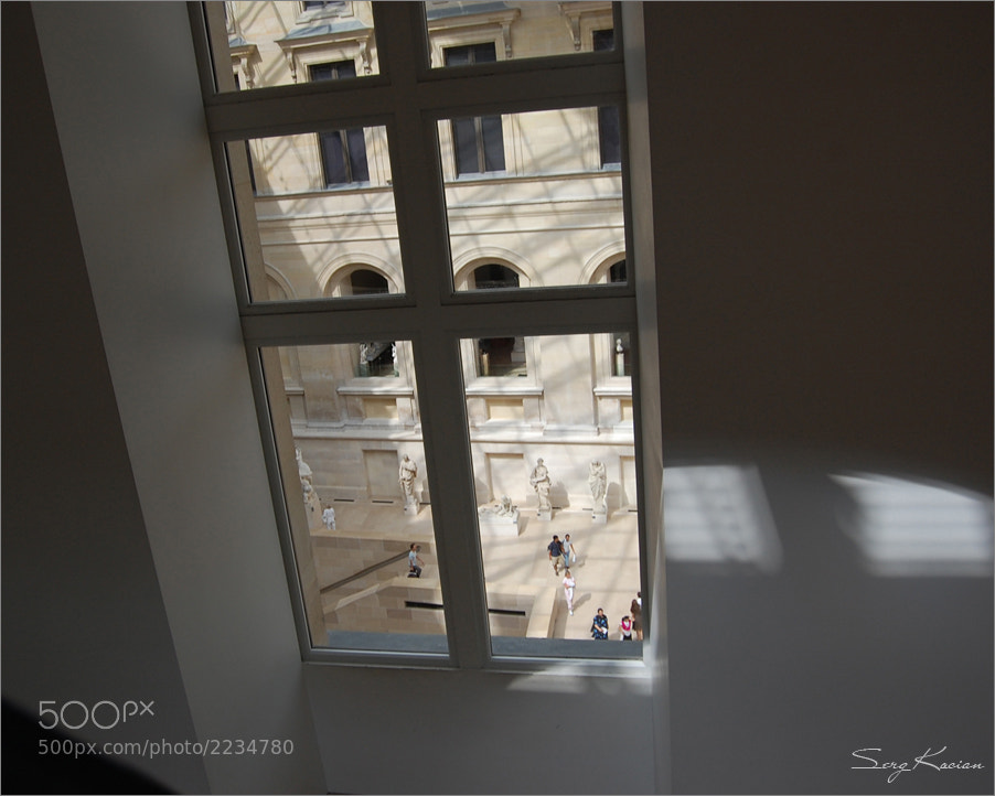 Photograph Silence in the Louvre by Sergei Bandura on 500px
