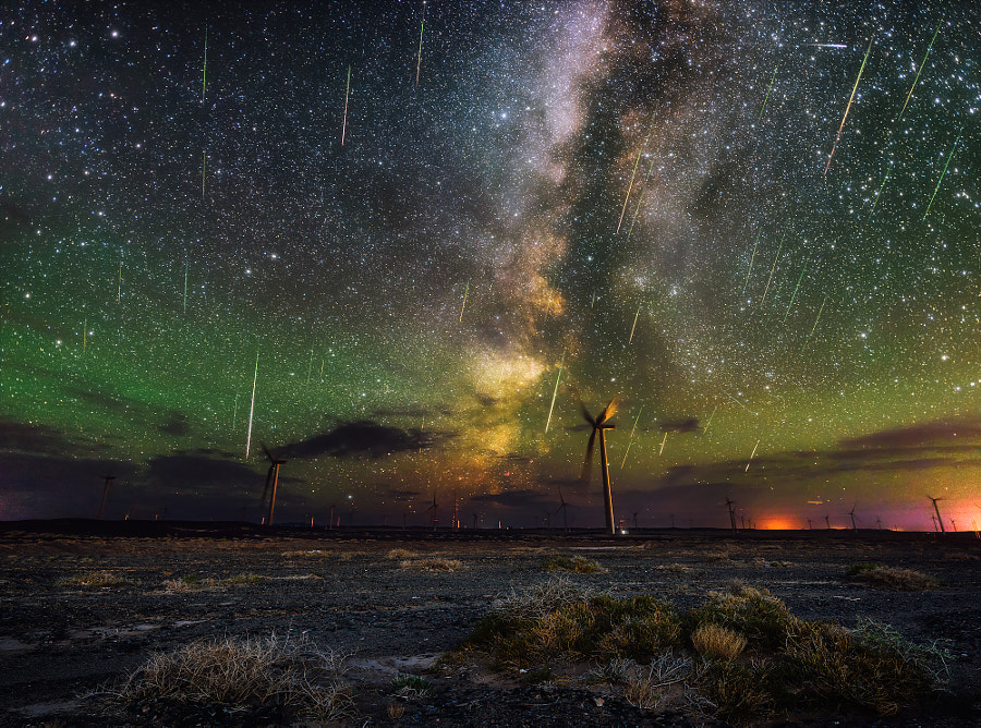 Perseids on the border by Qingyu Tan on 500px.com