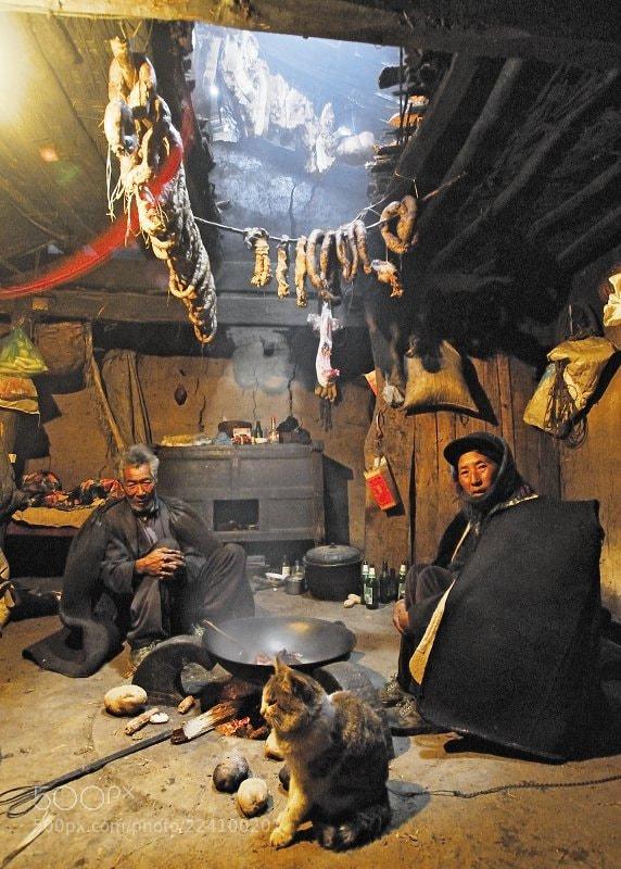 《凉山彝族人家》