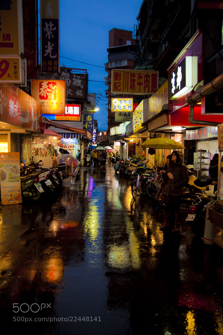 Photograph The street in the rain by Hanson Mao on 500px