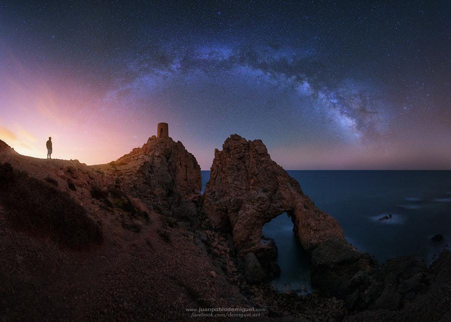Mi padre, la torre, el arco y las estrellas. by Juan Pablo de Miguel on 500px.com