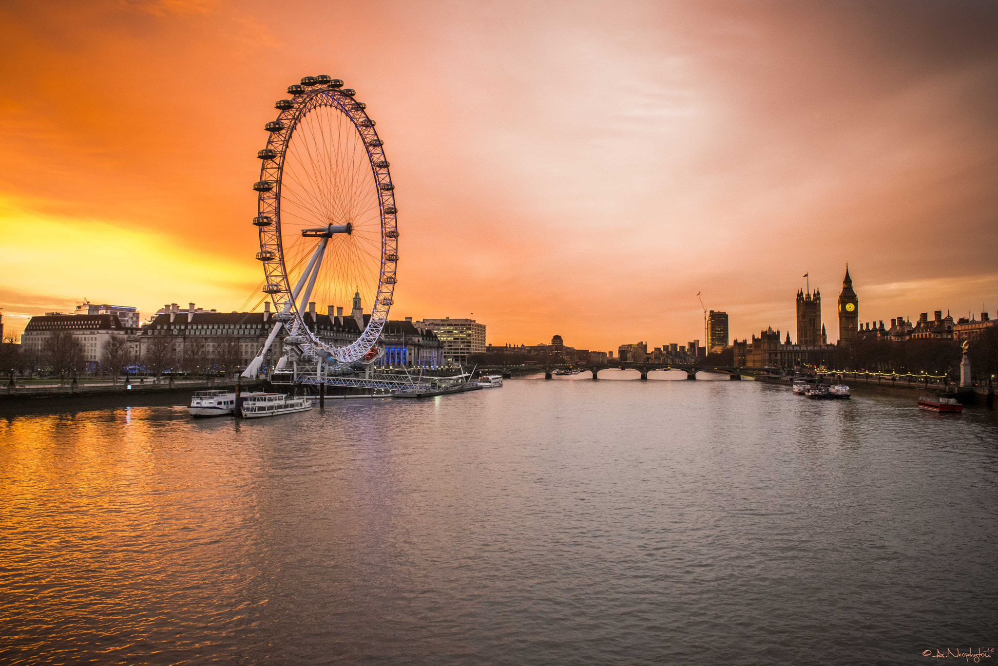 Photograph River Thames-Golden Hour by Andreas Neøphytøu on 500px