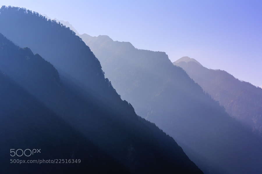 Photograph Blue Mountain by Chaluntorn Preeyasombat on 500px