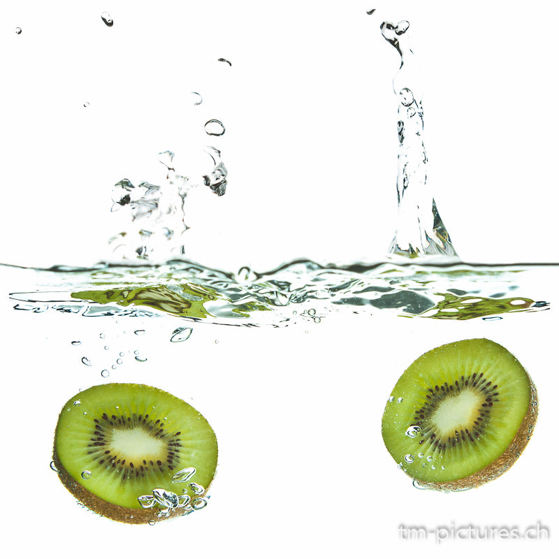 Photograph Kiwi- Splash by Tinu Müller on 500px