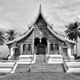Temple in Luang Phrabang by Au Phairatphiboon (write2au)) on 500px.com
