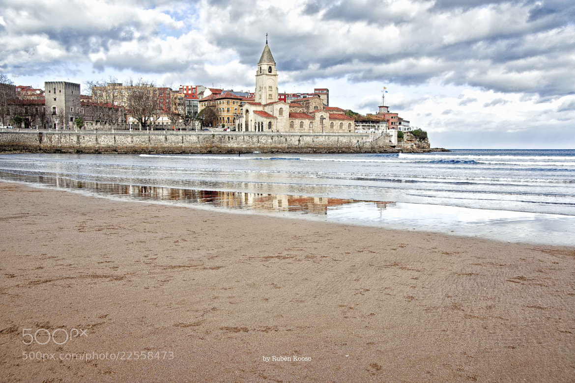 Photograph Playa de San Lorenzo (Gijón) by Rubén Koose Kuma on 500px