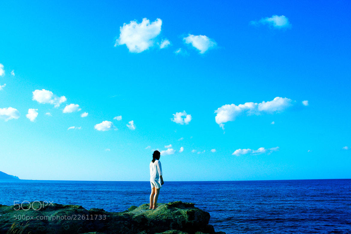 Photograph The woman  standing  at the sea by Takuya Nagata on 500px