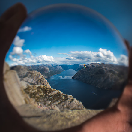 The world seen through a sphere