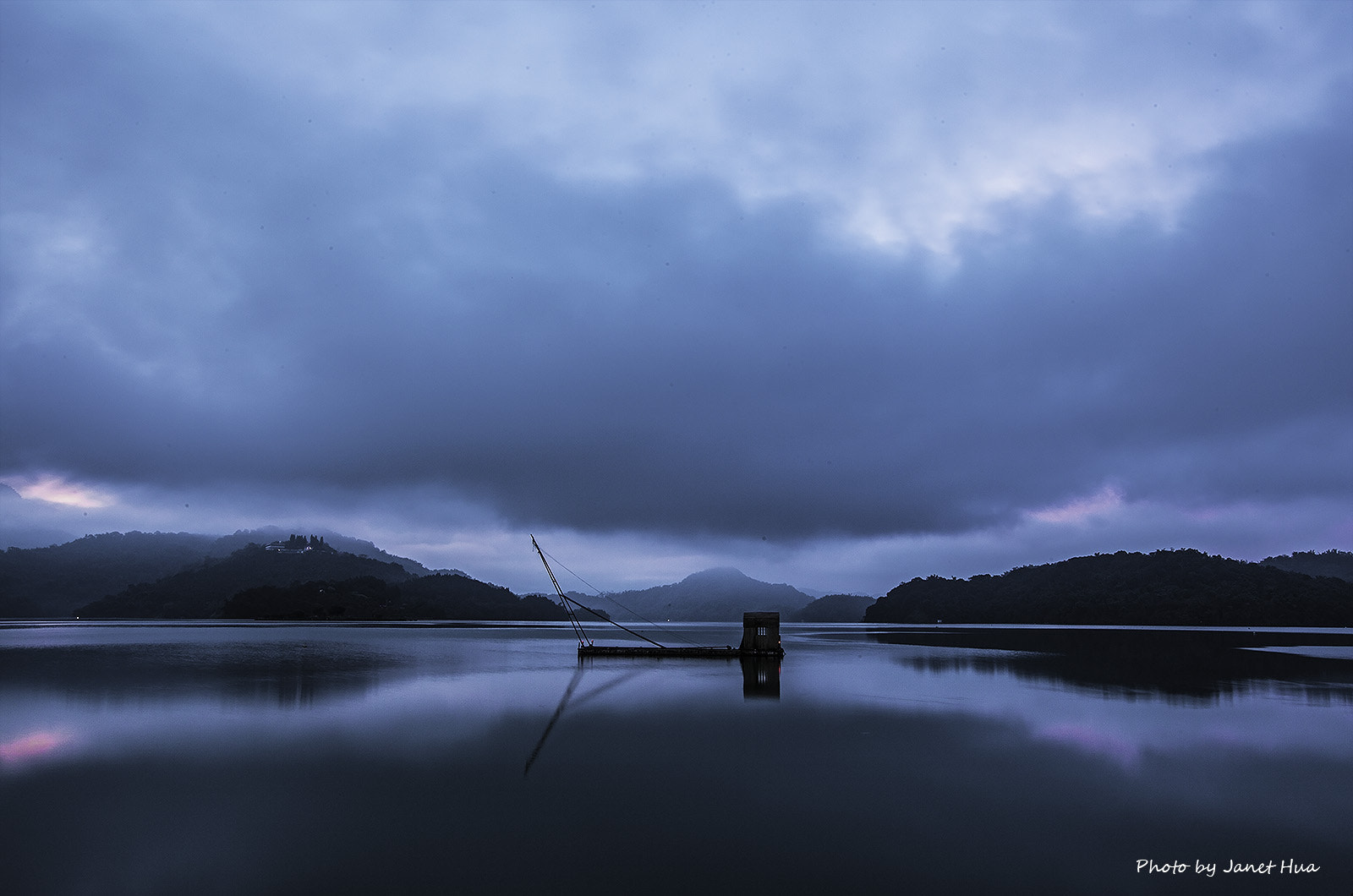 Photograph Before the sun rise by Janet Hua on 500px