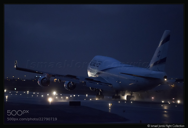 Photograph Night Landing (2013) by Ismael Jordá on 500px