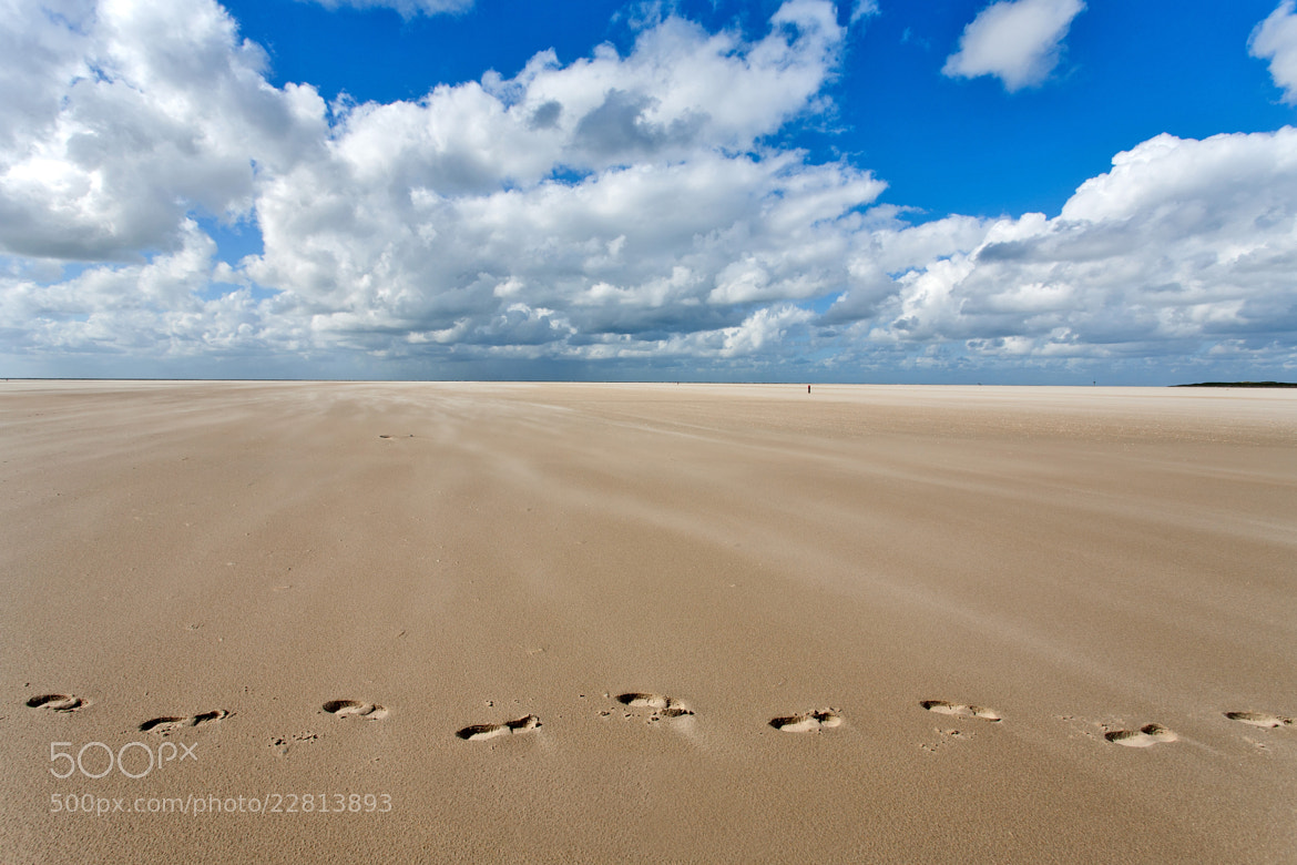 Photograph Beach horizon(tal) footsteps by Hans Kwaspen on 500px