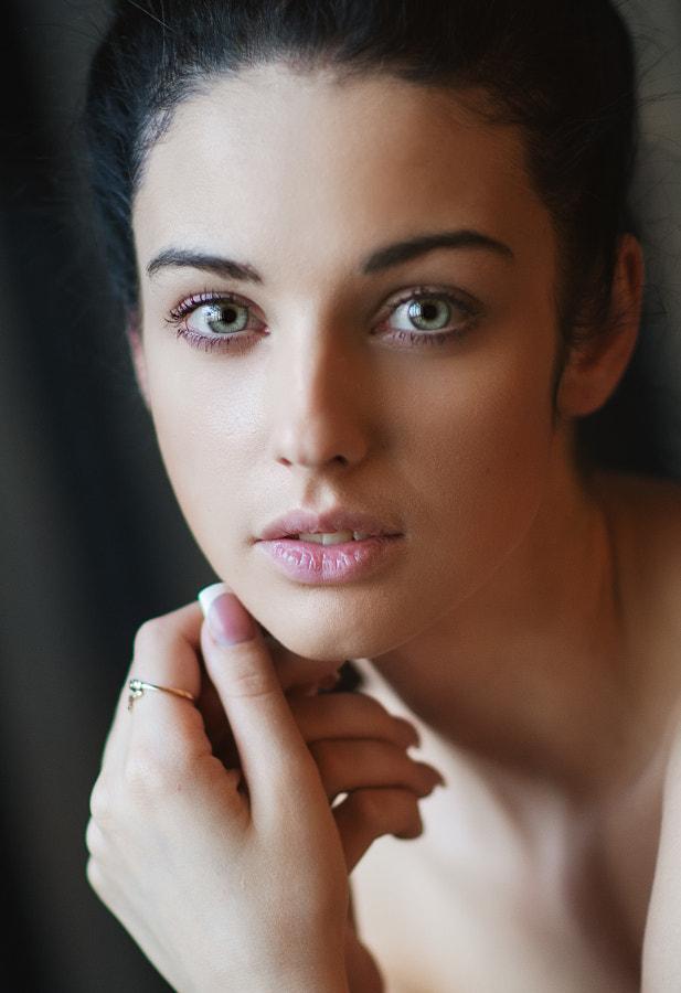 Portrait by Maxim Maximov on 500px.com