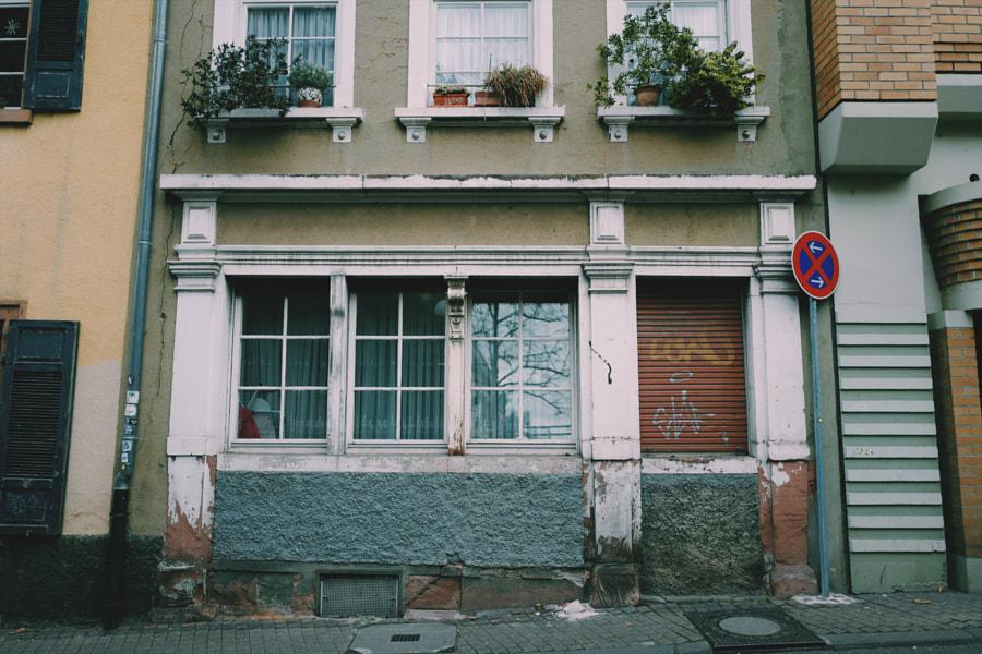 A HOUSE ON THE STREET