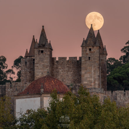Moon rises over the castle