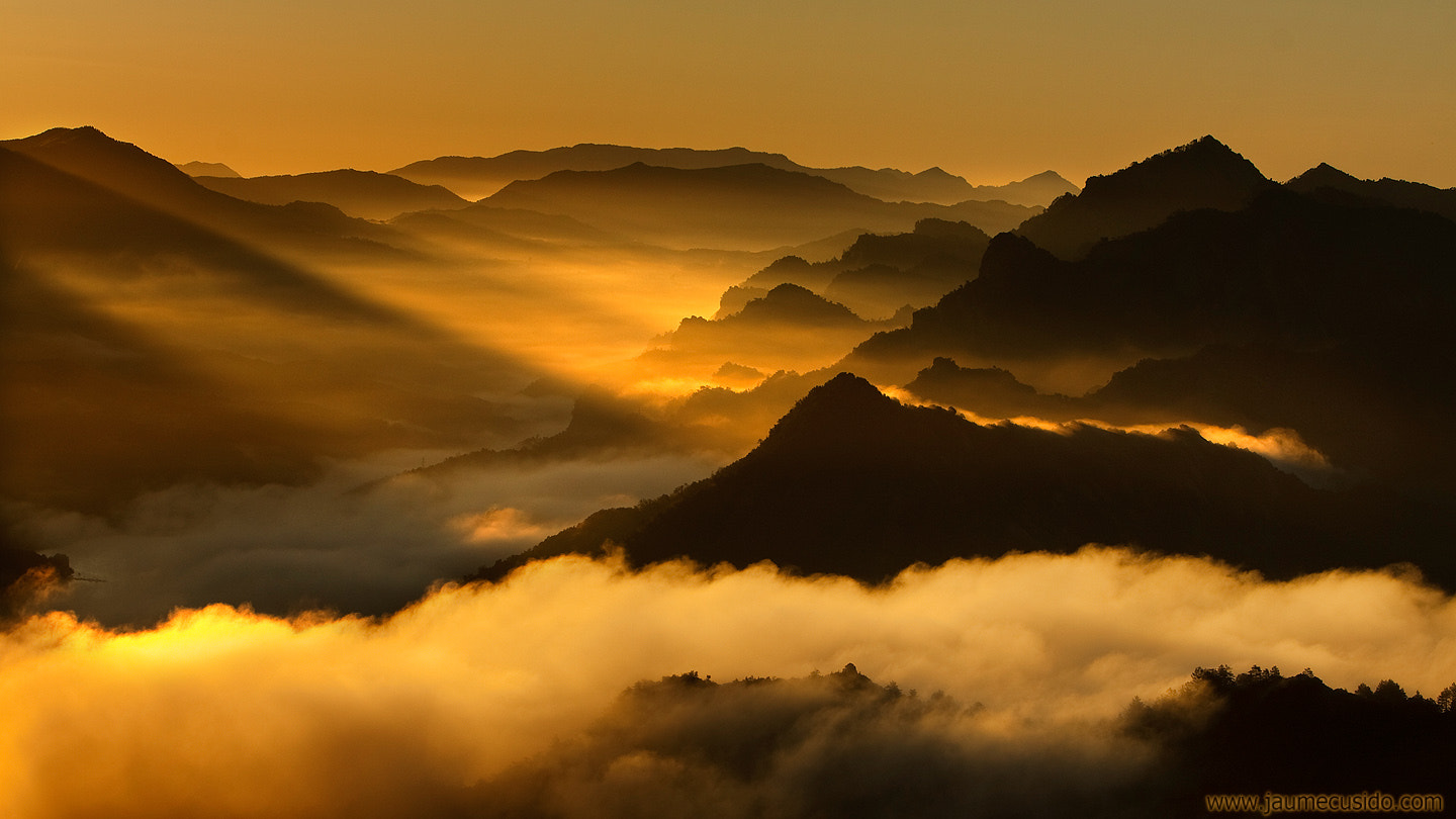 Photograph dance of light, mist and mountains by Jaume Cusidó on 500px