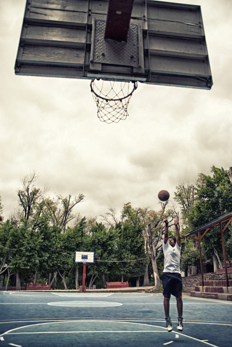 Photograph Shooting Hoops by Gustavo Mondragon on 500px