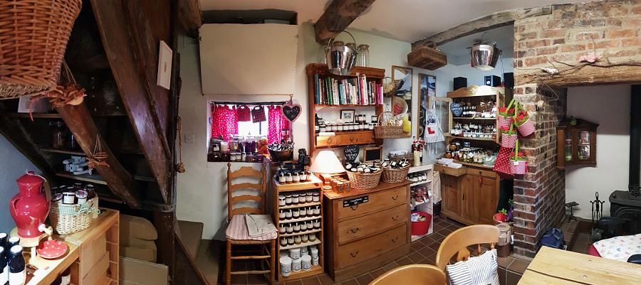 Rosie's Cottage, UK by Sandra on 500px.com