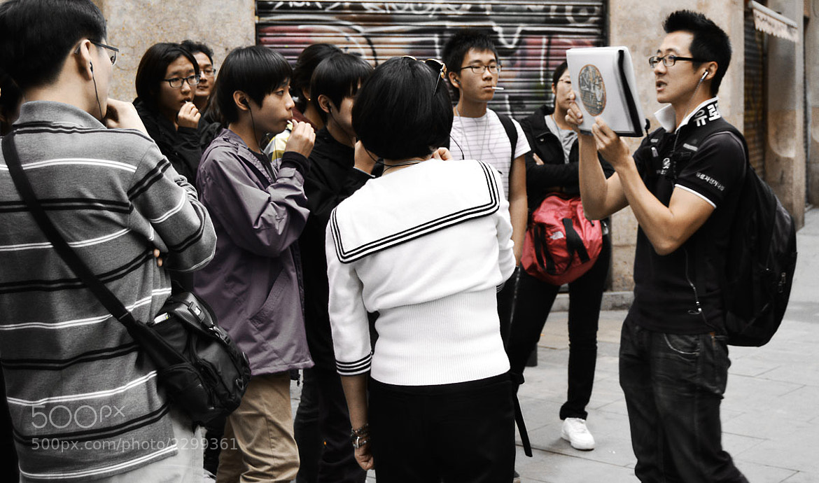 Photograph Japanese tour guide in Barcelona by Ricard Noxeus on 500px