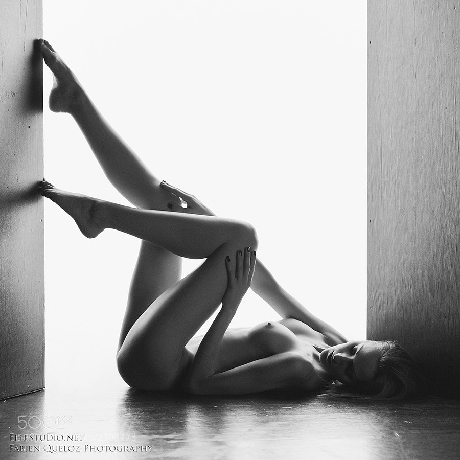 nude photo - Cosiness by Fabien Queloz