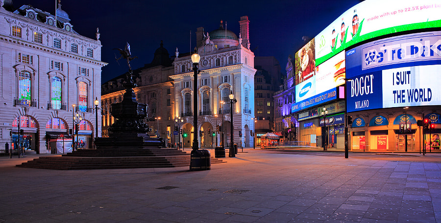 Early morning at Picardilly Circus
