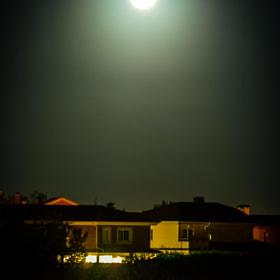 #salamanca #luna #casas #carretera #coches #luces #noche #moon #houses #road #cars #lights #night...