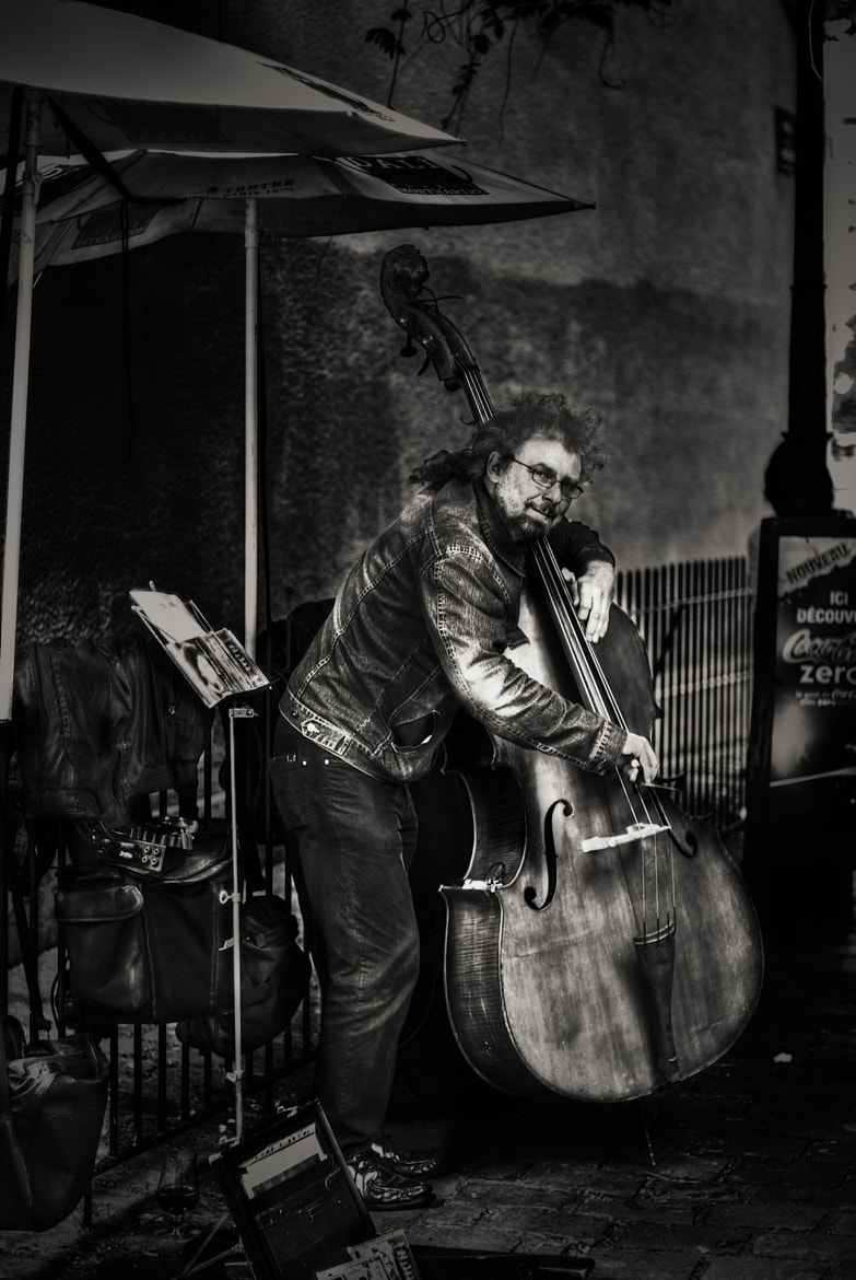 Photograph Street musician in Montmartre by Paco López on 500px