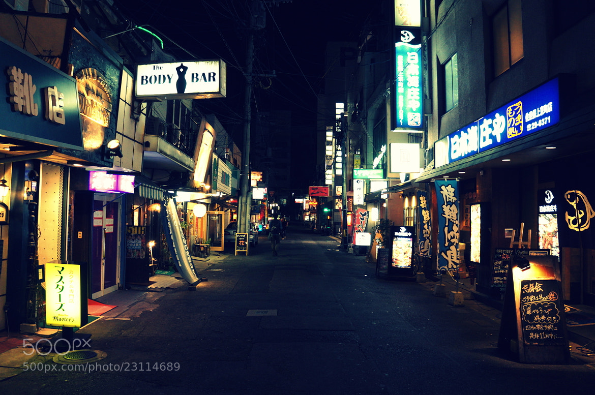 Photograph shoes center street  by Takahiro Yamaguchi on 500px