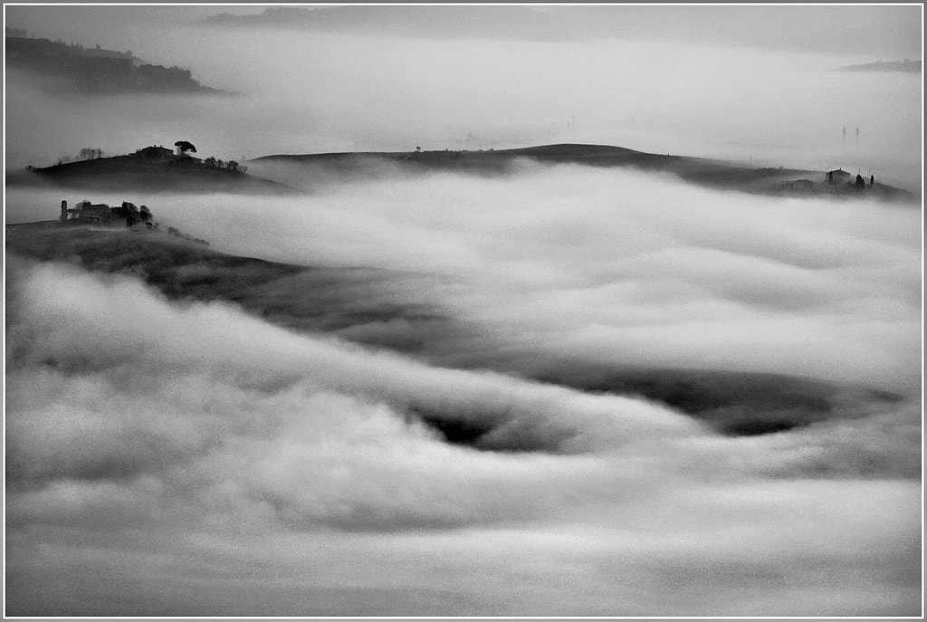 Photograph Nebbia in Val d'Orcia by Carlo Tardani on 500px