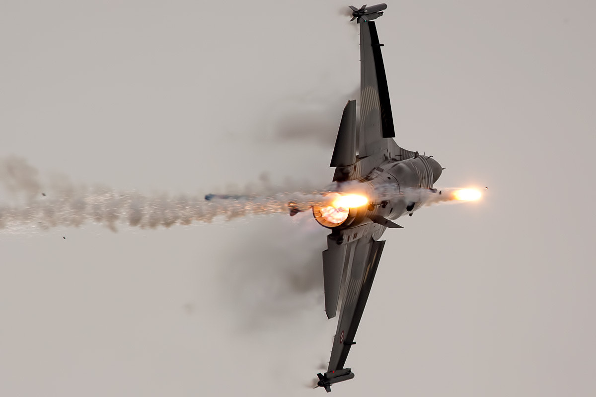 Photograph f-16 flares by patrick visser on 500px