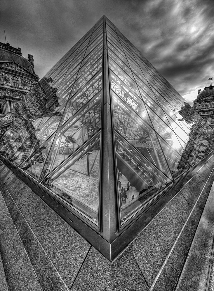 Photograph louvre pyramid  by Ricardo Ríos on 500px