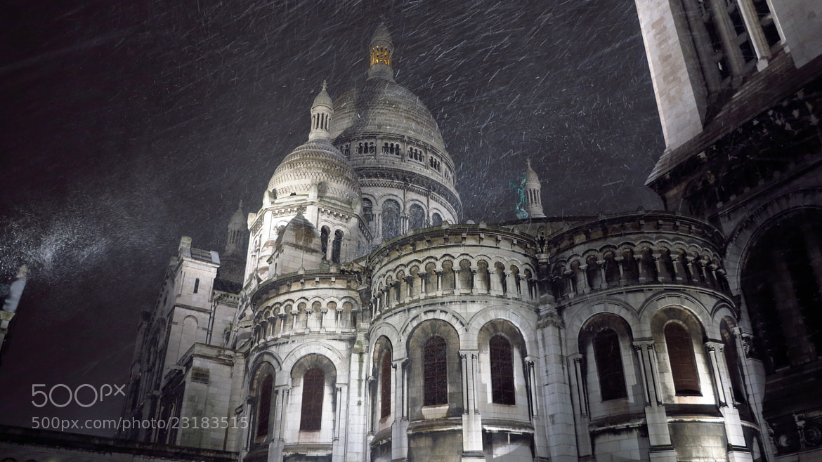 Photograph SNOWY MONTMARTRE / PARIS  by Mathieu AIMARD on 500px