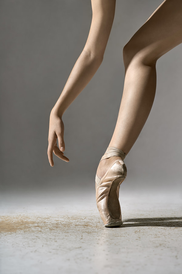 Ballet dancer posing in studio by Andrey Bezuglov on 500px.com