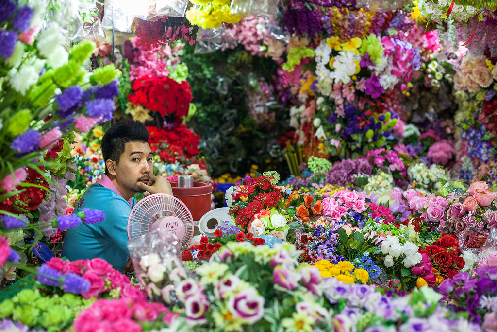 Photograph Flower seller, Bangkok by Simon Byrne on 500px