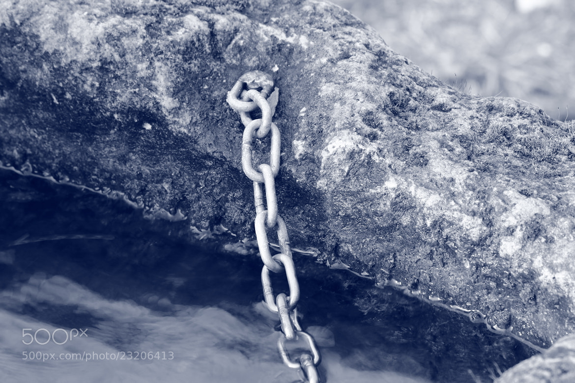 Photograph chain in water by Paola Fiore on 500px