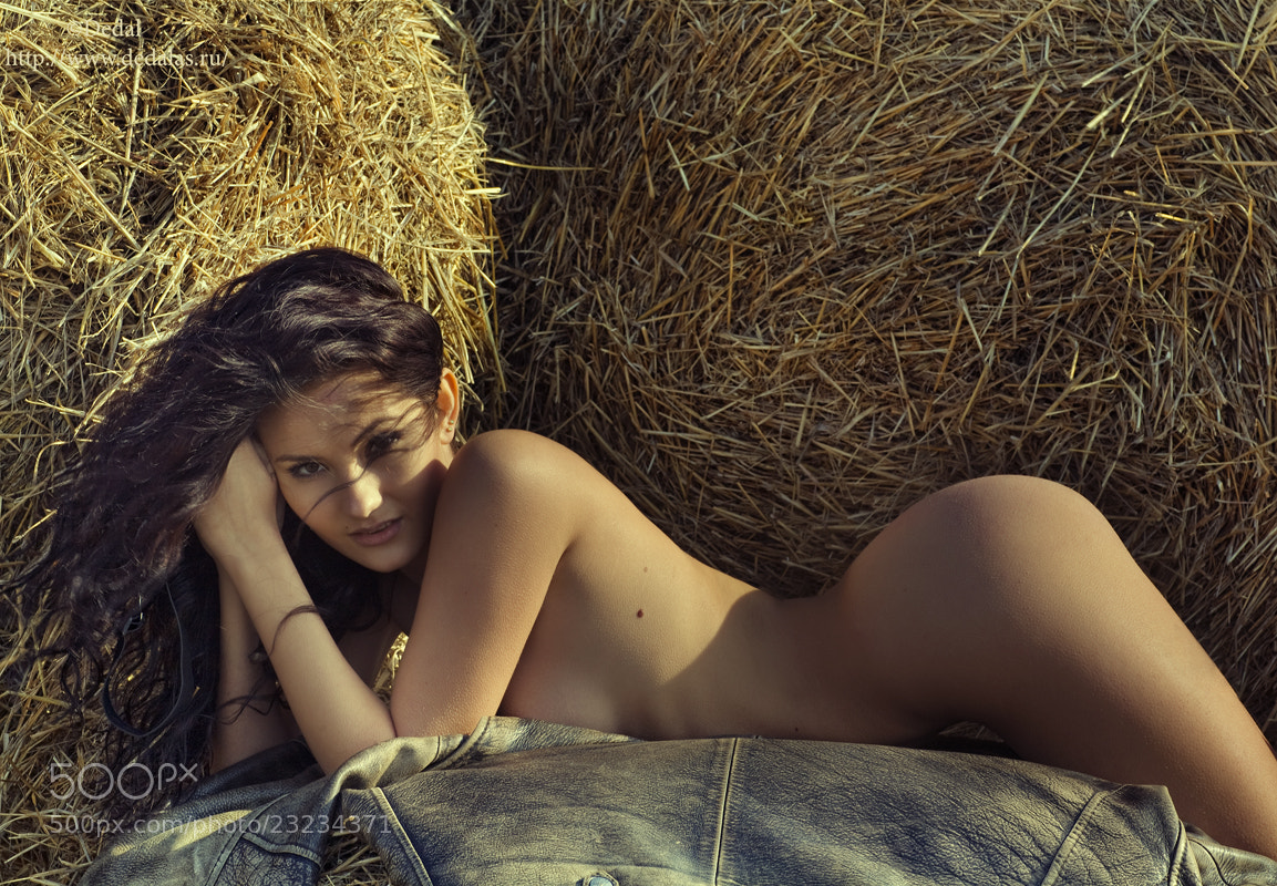 Photograph Girl in the hayloft by Vladimir Dedal Larionov on 500px