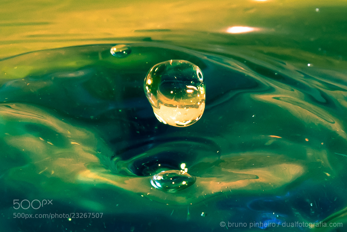 Photograph flyng drop by Bruno Pinheiro on 500px