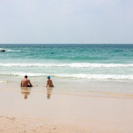 Туристы у голубого моря