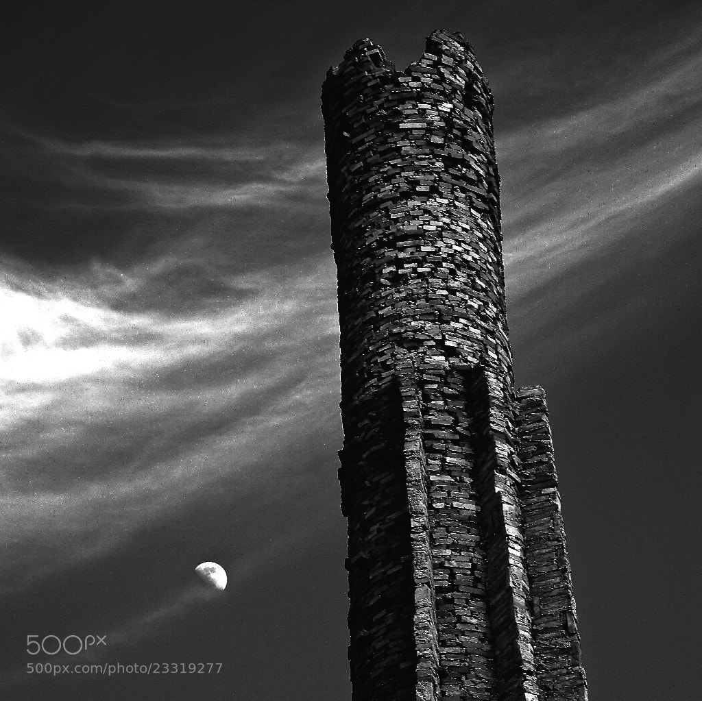 Photograph la torre e la luna by Antonio Principato on 500px