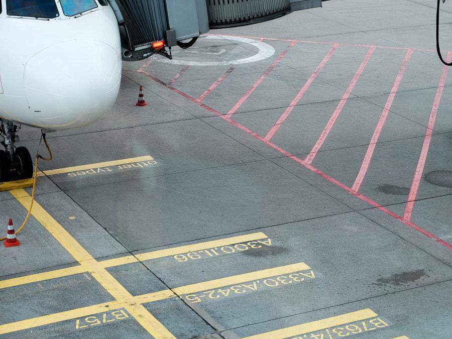 Plane is waiting von Andreas Reininger auf 500px.com