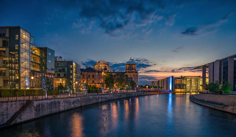 Berlin, Bundestag building area