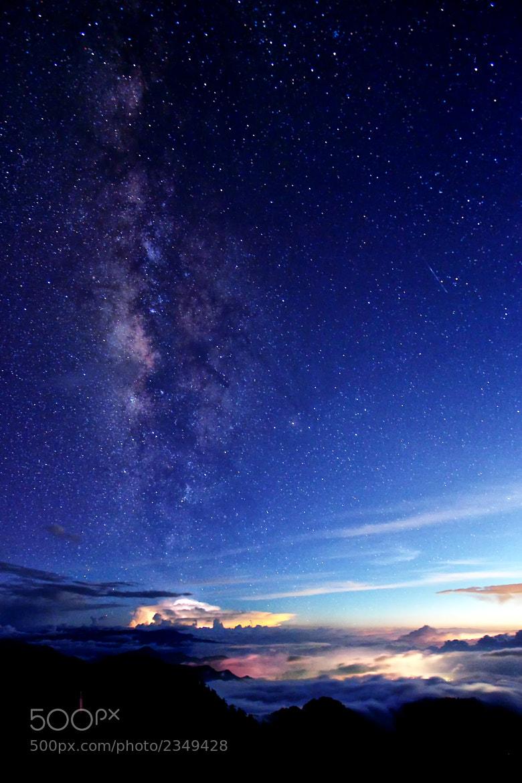 Photograph autumn Milky way by H.Y. Bai on 500px