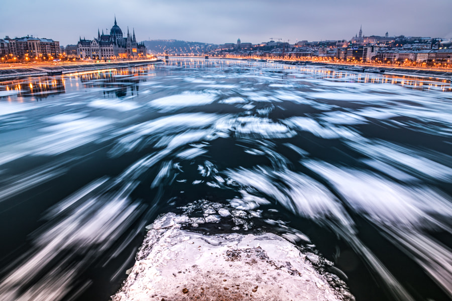 Budapest at dawn, ice breaking on the Danube, автор — Loránd Kacsó на 500px.com