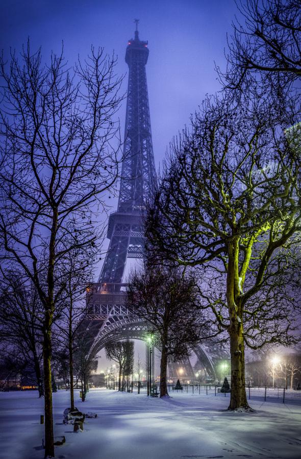 Eiffel Tower Snow 2013