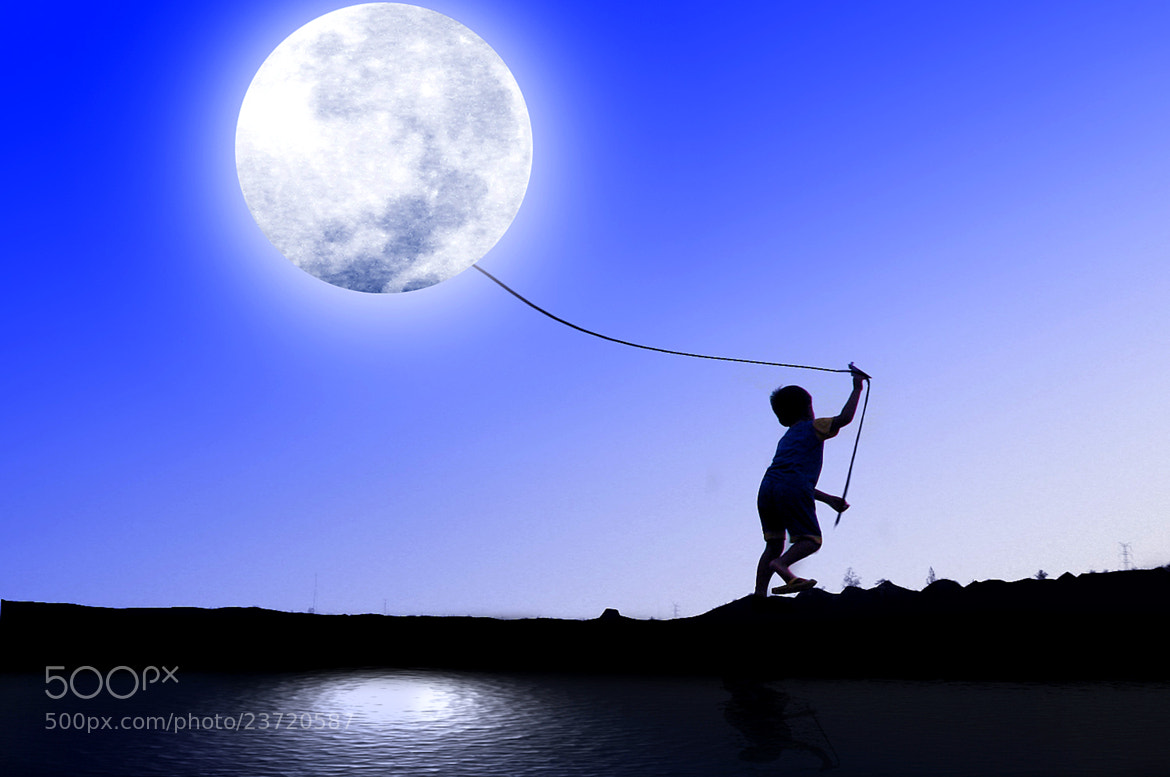 Photograph playing with the moon by 3 Joko on 500px