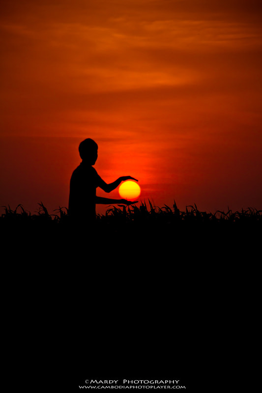Photograph The Sun Is In My Hands! by Mardy Suong Photography on 500px