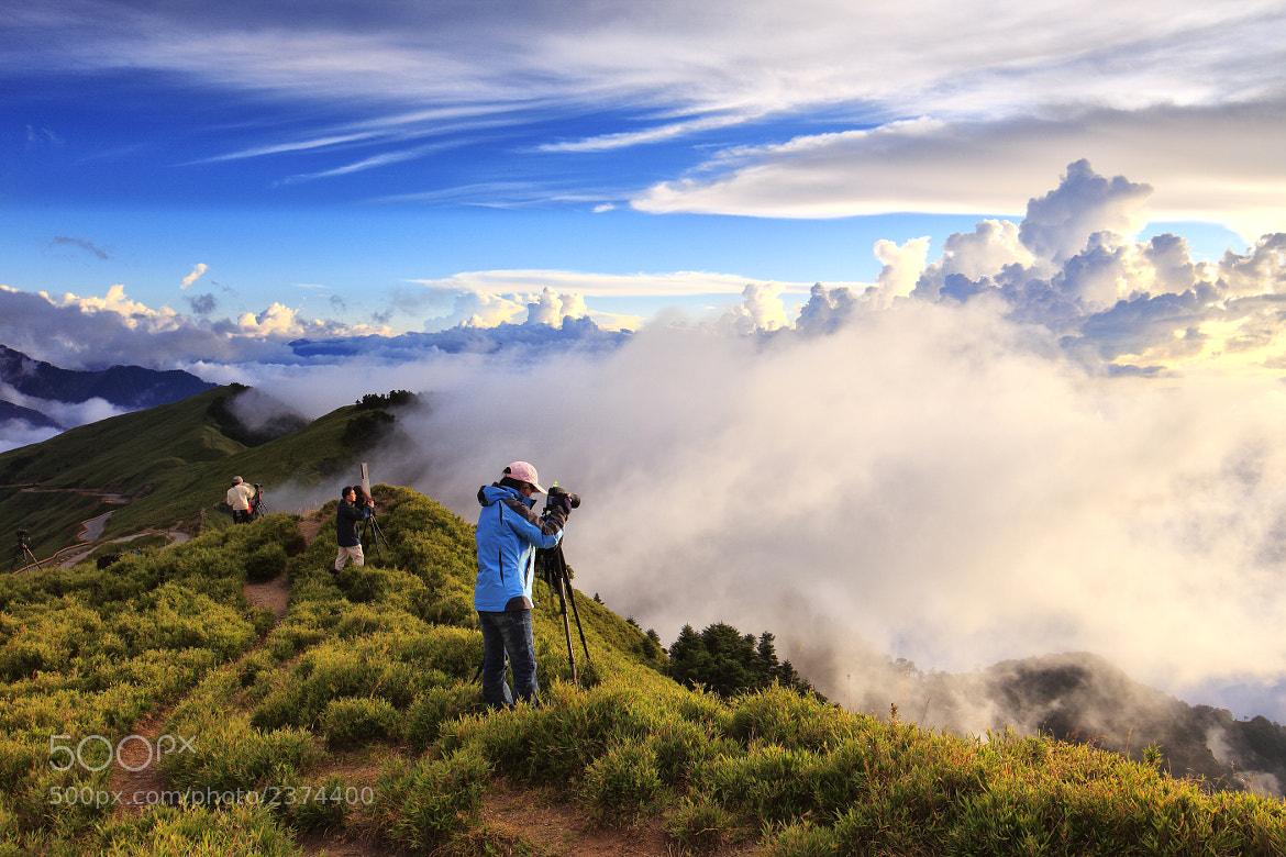 Photograph on the ridge by H.Y. Bai on 500px