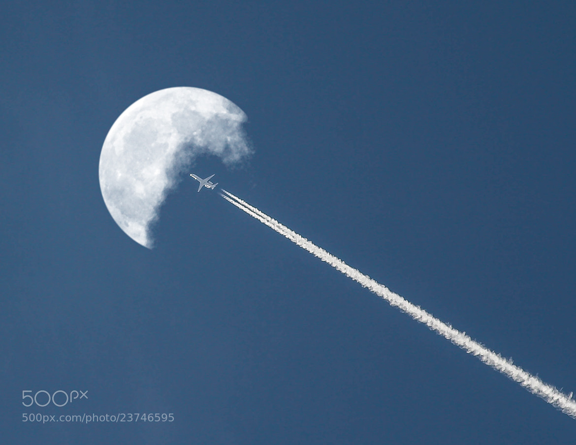 Photograph Moon Flight #2 by Giamma Broilo on 500px
