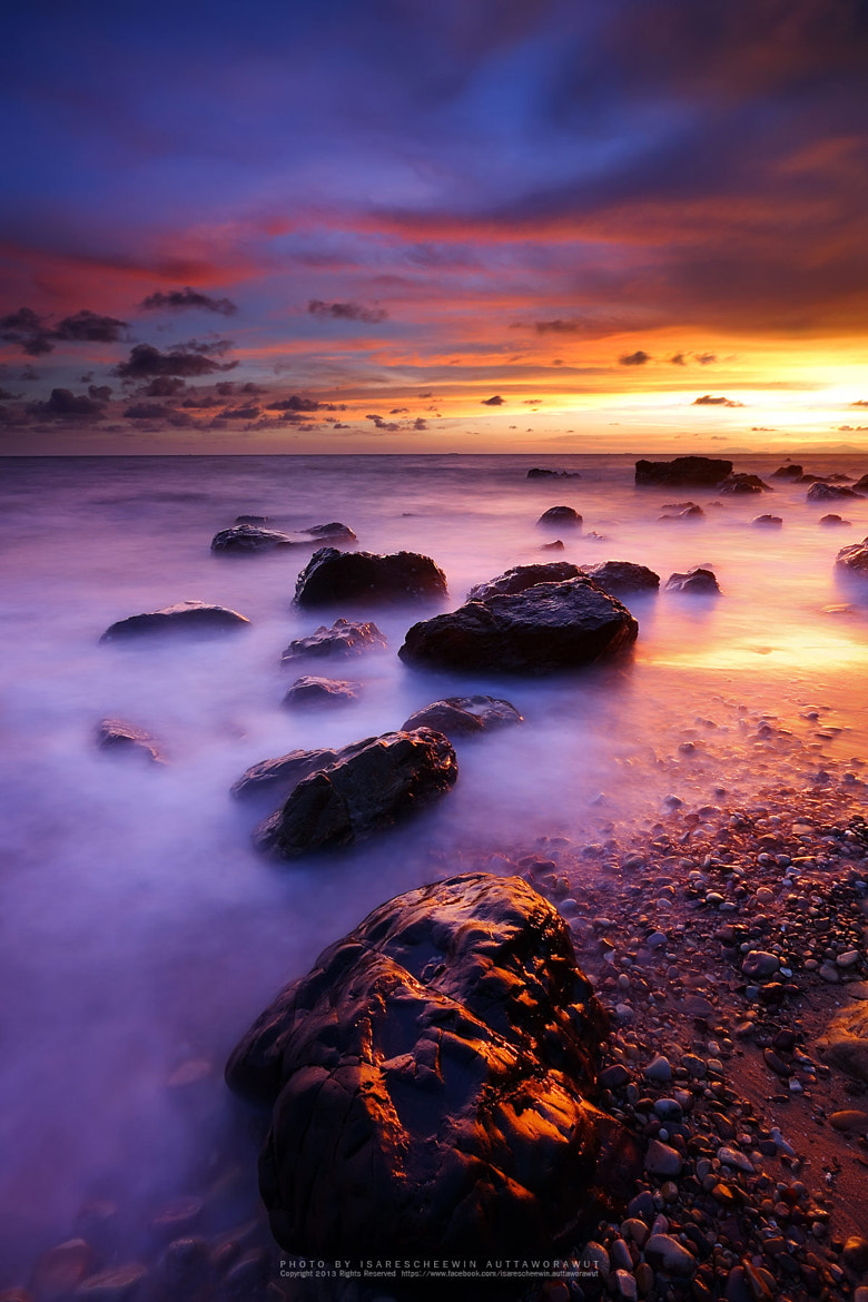 Photograph Sea and rocks with sunset  by isarescheewin auttaworawut on 500px