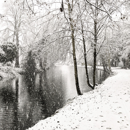 River Lee in Ware during snowfall