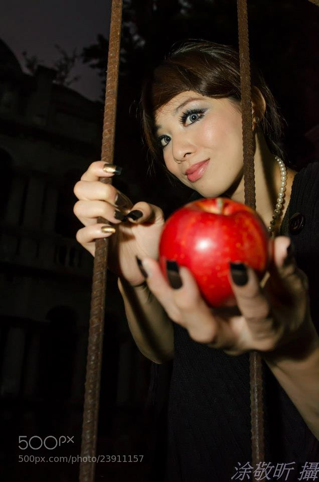Photograph Evil Queen: Snow White....Take it.... by 敬昕 涂 on 500px